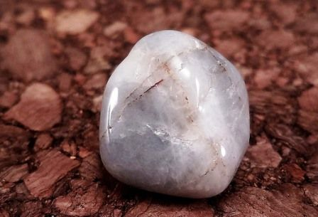 Cat's eye gemstone: meaning, properties, uses, power, jewelry, photo