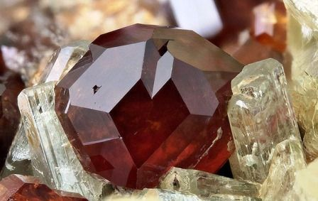 Hessonite gemstone: meaning, properties, uses, power, jewelry, photo