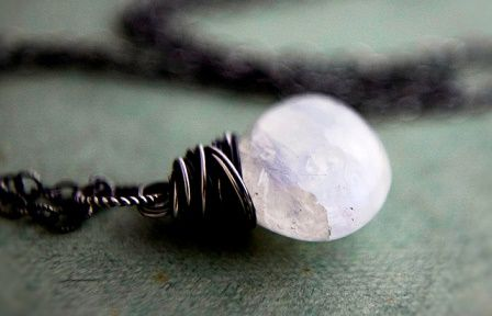 Moonstone gems: meaning, properties, uses, power, jewelry, photo